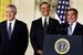 В начале года президент представил кандидата на пост министра обороны сенатора-республиканца из Небраски Чака Хэйгела (слева). Справа - действующий министр обороны Леон Панетта.