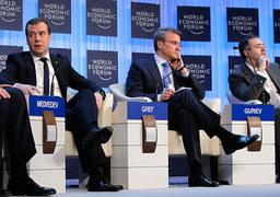 Дмитрий Медведев не согласился ни с одним из сценариев, предложенных Германом Грефом, Сергеем Гуриевым и другими авторами исследования