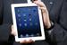 Планшет iPad Mini                                          Когда-то Стив Джобс говорил, что планшету мало экрана в 7 дюймов. А в октябре 2012 г. Apple выпустила на рынок 7-дюймовый планшет. В официальную продажу в России гаджет поступил 18 декабря.                     Цены начинаются от 12 990 руб. (модель с 16 Гб памяти) до 21 990 руб. (модель с 64 Гб).