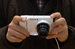 Фотоаппарат Samsung Galaxy Camera                                          Гаджет с необычно большим для фотоаппарата сенсорным дисплеем в 4,8 дюйма, 16,3-мегапиксельной матрицей, 21-кратным оптическим зумом, голосовым управлением и выходом в интернет. Оснащен операционной системой Android и приложением Instagram - позволяет моментально выкладывать снимки в интернет. В предустановленном варианте есть и другие совершенно необходимые фотоаппарату приложения, но если этого мало – можно скачать даже игры. Не хватает только сим-карты, чтобы можно было позвонить на потерявшийся фотоаппарат.                     В продаже в России с ноября 2012 г., стоимость камеры – 24 000 руб.