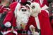 Английские Санта-Клаусы готовятся к Рождеству.