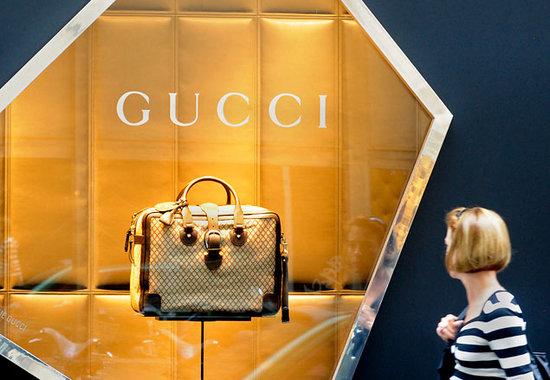 Владелец бренда Gucci инвестирует в российскую интернет-торговлю одеждой 73897e3c6ee