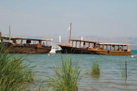 На похожих лодках плавали в древней Галилее