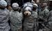 Солдаты Национальной гвардии и спасенная собака по кличке Shaggy в городе Хобокен, Нью-Джерси.