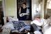 Жительница Нью-Йорка пытается сохранить несколько фотографий в доме ее матери в Стейтен Айленд.