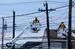 Около половины из 10 млн американцев, оставшихся без света и отопления из-за урагана «Сэнди», к вечеру четверга смогли воспользоваться благами цивилизации. Бригады электромонтажников обходят дом за домом, порой подвергая свою жизнь опасности.