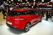 Новый Renault Clio универсал                                          Renault Clio стала первой серийной моделью марки, в которой в полной мере отражается новый фирменный стиль, заданный концептом DeZir. Передняя часть машины оформлена в стиле концепта — с крупной эмблемой посредине глянцево-черной полосы между фарами. Одним из восьми цветов кузова при запуске на рынок станет Flamme Red, полученный Clio также от концепта.