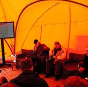 Вексельберг принял блогеров в палатке