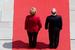 Ангела Меркель и Владимир Путин на красной дорожке во время приветственной церемонии