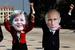 Антиглобалисты в масках Ангелы Меркель и Владимира Путина перед началом форума