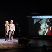 Ключевые эпизоды «Липсинка» происходят в студии дубляжа