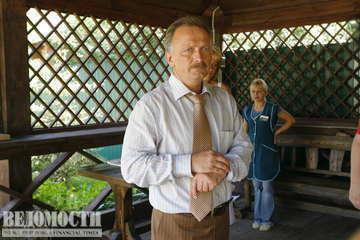 Депутату Семенову только что сообщили, что его кабинет обстрелян