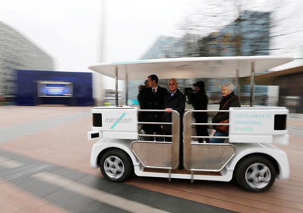 Десятиместный маршрутный микроавтобус будет ездить в беспилотном режиме по пешеходным зонам