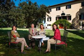 Маркиз Пьеро Антинори иего дочери Альбьера, Аллегра иАлессия совместно управляют семейным бизнесом