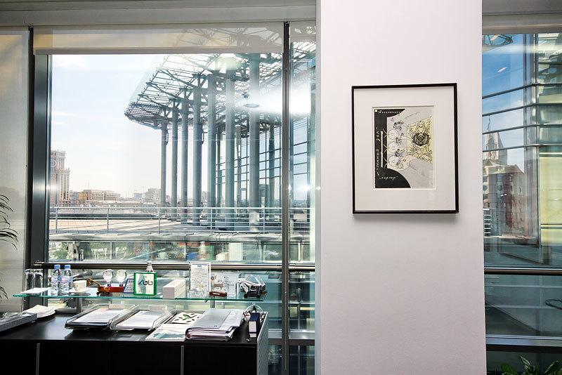 Картины в офисе Дойче Банка АГ в Москве: «Театральный шепот» арт-группы  «Инспекция «Медицинская герменевтика»