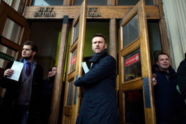 Активность организаторов марша «Весна» (слева направо: Михаил Чичков, Алексей Навальный, Николай Ляскин) заставила активизироваться и их оппонентов