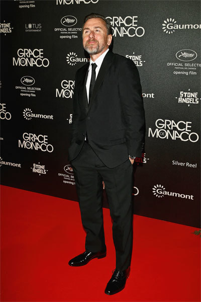 Актер Тим Рот вкостюме Prada