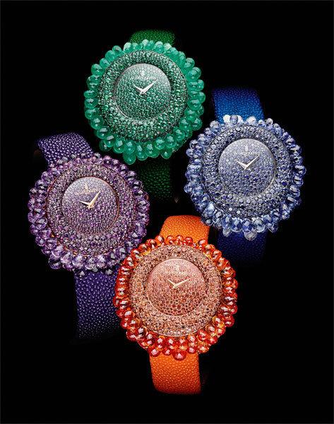 Часы The Grappoli Collection существуют в четырех вариациях – соранжевыми и синими сапфирами, с изумрудами и аметистами