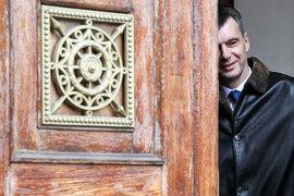 Михаилу Прохорову пришлось уйти из созданной им партии, громко хлопнув дверью