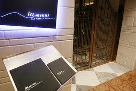 Одной из причин закрытия Les Menus могло стать эмбарго на импорт продуктов