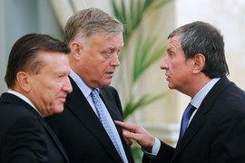 «Газпром» (председатель совета директоров Виктор Зубков – слева), «Роснефть» (президент Игорь Сечин – справа) и РЖД (президент Владимир Якунин – в центре) не отличаются от частных компаний