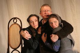 Чеховские семейные сцены разыгрываются в условном пространстве