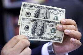 Доллар укрепляет позиции и в резервах центробанков, и на валютном рынке