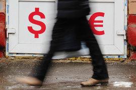 С 13 марта доллар упал на 12,8%, евро - на 9,7%