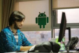 Производитель смартфона или планшета на базе Android волен установить туда любой сервис