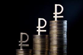 Только за апрель доллар подешевел к рублю на 11%, евро — на 12%