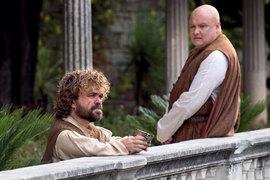 Лорд Варис (справа) предлагает Бесу сделать мир лучше