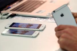 Цены на iPhone начали снижать и в российской рознице