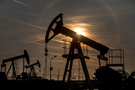 В США и Европе потребители заметно выиграли от падения цен на нефть