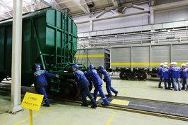 Владельцы Объединенной вагонной компании решили вытолкать ее на открытый рынок