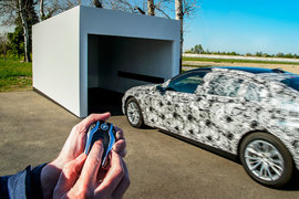 Новое поколение флагманского седана BMW 7-й серии сможет заезжать в тесный гараж без водителя за рулем