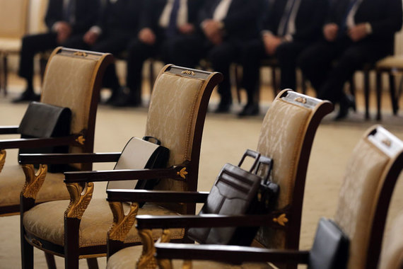 Почему депутаты и чиновники не платят по долгам