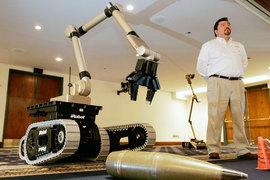 Компания iRobot, более известная своими роботами-пылесосами, также производит для Пентагона устройства для обезвреживания неразорвавшихся боеприпасов