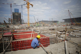 Трудовые ресурсы в Китае вскоре начнут сокращаться: поток мигрантов из сельской местности, который способствовал промышленному подъему страны, почти прекратился
