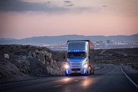 Самоуправляемый грузовик Freightliner Inspiration может ездить по дорогам Невады