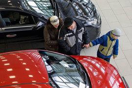 Покупатели ждут снижения цен на автомобили