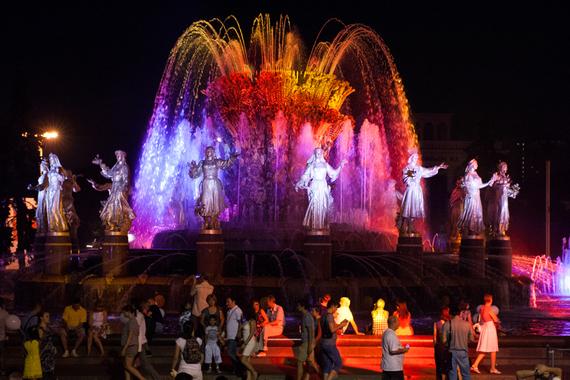 normal 1d3u В Москве заработали фонтаны