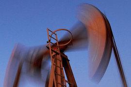Сильные колебания цен в этом году помогли нефтяным компаниям увеличить прибыль с помощью трейдинга