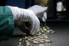 Частным пенсионным фондам предстоит вернуть деньги гражданам, которые решили сменить НПФ