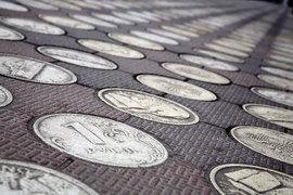 Спекулянты накопили избыток рублей
