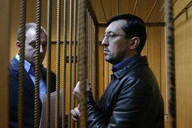 Александр Белов (справа) полагает, что его арестовали по политическим мотивам