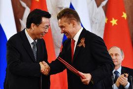 Председатель правления «Газпрома» Алексей Миллер (на фото справа) пообещал CNPC не опаздывать с поставками газа