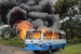 Очевидцы говорят, что армия разделилась и сторонники переворота, в основном тутси, начали воевать со сторонниками президента, среди которых много хуту, сообщает AFP. На фото автобус, подожженый демонстрантами в столице