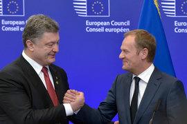 Польша гораздо активнее поддерживает сотрудничество с Украиной, Грузией и Молдавией, чем западноевропейские страны (на фото – президент Украины Петр Порошенко и председатель Европейского совета, бывший премьер-министр Польши Дональд Туск)