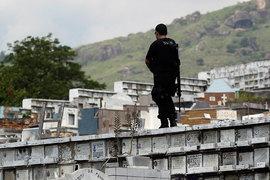 Коррупционный скандал в Petrobras привел следователей на кладбище