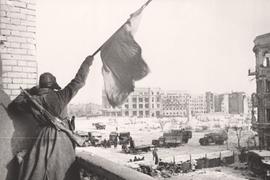Подвиг войнов, сражавшихся под Сталинградом и сдержавших натиск нацистов до подхода резервов, не нуждается в лживом приукрашивании